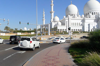 DUMMY on Tour in Abu Dhabi | Sheikh-Zayed-Mosque